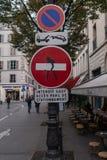 Σημάδια γκράφιτι και κυκλοφορίας στοκ φωτογραφίες με δικαίωμα ελεύθερης χρήσης