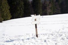 2 σημάδια διαδρομών στα βουνά Στοκ φωτογραφία με δικαίωμα ελεύθερης χρήσης