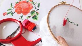 Σημάδια που ράβονται στον καμβά βαμβακιού απόθεμα βίντεο