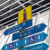 Σημάδια informations αερολιμένων για τους επιβάτες Στοκ Εικόνες