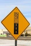 Σημάδι ακρών πεζοδρομίων κατά μήκος ενός δρόμου Στοκ Εικόνα