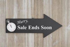 Σημάδι ακρών πώλησης βιασύνης σύντομα στοκ φωτογραφία με δικαίωμα ελεύθερης χρήσης
