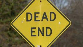 Σημάδι «αδιεξόδων» σε μια οδό neighbohood απόθεμα βίντεο