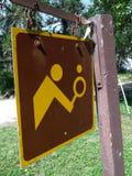 Σημάδι γηπέδου αντισφαίρισης σε ένα επαρχιακό πάρκο Στοκ Εικόνες