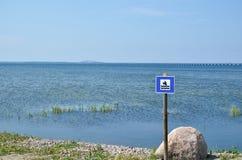 Σημάδι για την παραλία λουτρών σκυλιών Στοκ Εικόνα