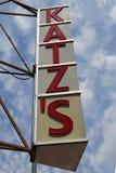 Σημάδι για τις ιστορικές λιχουδιές Katz ` s στοκ εικόνα με δικαίωμα ελεύθερης χρήσης
