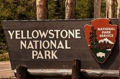 Σημάδι εισόδων, εθνικό πάρκο Yellowstone, Ουαϊόμινγκ, ΗΠΑ Στοκ Εικόνες