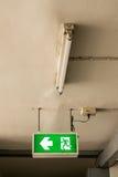 Σημάδι εξόδων κινδύνου πυρκαγιάς Στοκ Φωτογραφία
