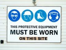 Σημάδι εργοτάξιων οικοδομής προστατευτικού εξοπλισμού στοκ εικόνα