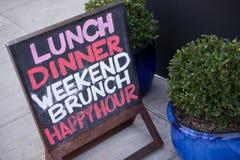 Σημάδι εστιατορίων στο πεζοδρόμιο Στοκ Φωτογραφία