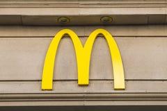 Σημάδι εστιατορίων Mcdonalds Στοκ Φωτογραφίες