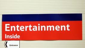 Σημάδι εσωτερικών ψυχαγωγίας Σημάδι εισόδων Στοκ Φωτογραφία