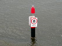 Σημάδι ελέγχου ταχύτητας ναυσιπλοΐας Στοκ Φωτογραφία