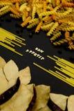 Σημάδι ζυμαρικών Appetit Bon στο Μαύρο Στοκ Φωτογραφία