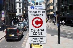 Σημάδι ζώνης χρέωσης συμφόρησης του Λονδίνου Στοκ εικόνα με δικαίωμα ελεύθερης χρήσης