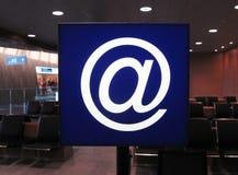 Σημάδι ηλεκτρονικού ταχυδρομείου στην περιμένοντας φόρτωση Στοκ Εικόνα