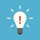 Σημάδι θαυμαστικών στο lightbulb Στοκ Εικόνα