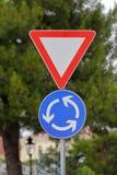 Σημάδι διασταυρώσεων κυκλικής κυκλοφορίας Στοκ Εικόνες