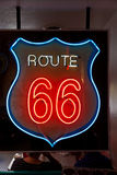 σημάδι διαδρομών νέου 66 Στοκ φωτογραφία με δικαίωμα ελεύθερης χρήσης