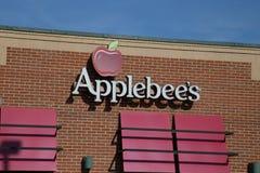 Σημάδι και λογότυπο της σχάρας γειτονιάς Applebee ` s και του restauran φραγμών Στοκ φωτογραφίες με δικαίωμα ελεύθερης χρήσης