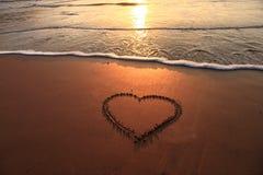 Σημάδι καρδιών με τα κύματα Στοκ εικόνα με δικαίωμα ελεύθερης χρήσης