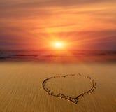 Σημάδι καρδιών στην άμμο Στοκ Φωτογραφίες