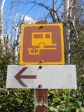 Σημάδι κατεύθυνσης σταθμών sani-απορρίψεων Στοκ εικόνα με δικαίωμα ελεύθερης χρήσης