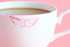 Σημάδι κραγιόν στο φλιτζάνι του καφέ Στοκ Φωτογραφίες