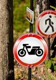 Σημάδι κυκλοφορίας μηχανών Στοκ φωτογραφία με δικαίωμα ελεύθερης χρήσης