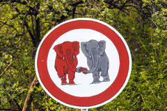 Σημάδι κυκλοφορίας elefants ερωτευμένο Στοκ Φωτογραφία