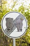 Σημάδι κυκλοφορίας elefants ερωτευμένο Στοκ Εικόνες