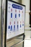 Σημάδι κώδικα ντυσίματος στο μεγάλο παλάτι στη Μπανγκόκ το Φεβρουάριο του 2012 Στοκ Φωτογραφίες