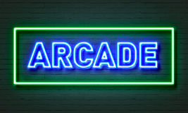 Σημάδι νέου Arcade στο υπόβαθρο τουβλότοιχος Στοκ φωτογραφία με δικαίωμα ελεύθερης χρήσης