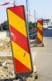 Σημάδι λοξοδρόμησης οδοποιίας στοκ φωτογραφίες