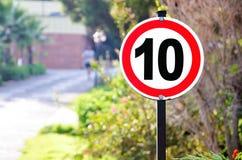 Σημάδι ορίου ταχύτητας στο πάρκο Στοκ Φωτογραφία
