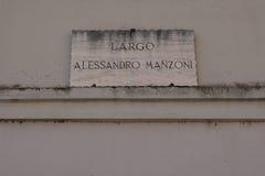 Σημάδι οδών, ο βραδύτατος Alessandro Manzoni, Ascoli Piceno, Ιταλία στοκ εικόνες με δικαίωμα ελεύθερης χρήσης