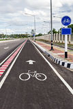 Σημάδι παρόδων ποδηλάτων στο δρόμο Στοκ φωτογραφία με δικαίωμα ελεύθερης χρήσης