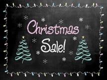 Σημάδι πινάκων ή πινάκων κιμωλίας με την πώληση Χριστουγέννων λέξεων Στοκ φωτογραφίες με δικαίωμα ελεύθερης χρήσης