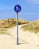Σημάδι πορειών περπατήματος Στοκ φωτογραφία με δικαίωμα ελεύθερης χρήσης