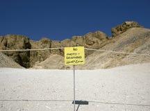 Σημάδι που απαγορεύει τη φωτογραφία στην κοιλάδα των βασιλιάδων. Δυτική Όχθη του Βορρά Afr της Αιγύπτου περιοχών παγκόσμιων κληρον Στοκ Φωτογραφίες