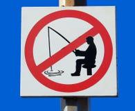 Σημάδι που απαγορεύουν για να αλιεύσει σε έναν λιμένα Στοκ Εικόνες