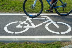 Σημάδι ποδηλάτων και ποδήλατο Στοκ εικόνες με δικαίωμα ελεύθερης χρήσης