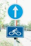 Σημάδι ποδηλάτων στον τρόπο Στοκ εικόνες με δικαίωμα ελεύθερης χρήσης