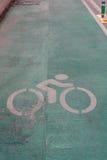 Σημάδι ποδηλάτων στο δρόμο Στοκ εικόνες με δικαίωμα ελεύθερης χρήσης