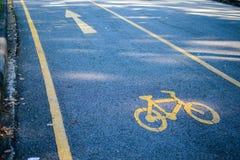 Σημάδι ποδηλάτων στο δρόμο Στοκ φωτογραφία με δικαίωμα ελεύθερης χρήσης
