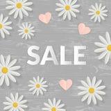 Σημάδι πώλησης με τα επίπεδα λουλούδια πέρα από τον ξύλινο πίνακα Έννοια άνοιξης επίσης corel σύρετε το διάνυσμα απεικόνισης Στοκ Φωτογραφίες