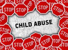 Σημάδι στάσεων και κακοποίηση ανηλίκου λέξης Στοκ εικόνες με δικαίωμα ελεύθερης χρήσης
