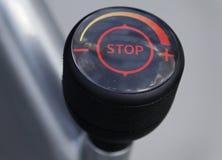 Σημάδι στάσεων με τις ταχύτητες Στοκ φωτογραφίες με δικαίωμα ελεύθερης χρήσης