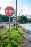 Σημάδι στάσεων με το τραίνο Στοκ εικόνες με δικαίωμα ελεύθερης χρήσης