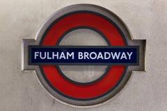Σημάδι σταθμών Broadway Fulham στο Λονδίνο στοκ εικόνες